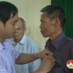 Đảng bộ xã Ngọc Sơn và xã Lam Sơn: Trao tặng Huy hiệu 55, 50, 45, 30 năm tuổi Đảng đợt 19/5/2018