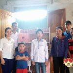 Chi đoàn công ty cổ phần kinh doanh và tổng hợp Đô Lương  tặng quà cho học sinh nghèo