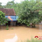 Khối Thị trấn Đô Lương 10 nhà dân bị ngập sâu trong nước.