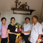 Lãnh đạo huyện thăm, tặng quà, chúc mừng các em đạt điểm cao tại kỳ thi THPT Quốc gia