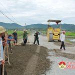 Hội Cựu chiến binh san lấp, tu sửa gần 10 km đường giao thông.