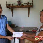 Nhóm Đô Lương chia sẻ yêu thương tặng quà em Vân Anh