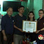 UBND huyện tặng giấy khen cho gia đình anh Phạm Đình Sơn