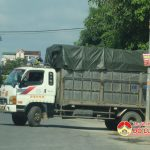 Xe tải đỗ ngang đường Quốc lộ 7