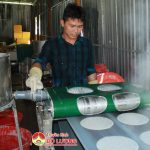Anh Nguyễn Bá Thắng làm giàu từ mô hình làm bánh đa