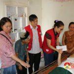 Hội chữ thập đỏ trao quà cho anh Chu Văn Vượng bị tại nạn hiểm nghèo