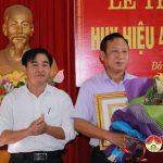 Đảng bộ khối dân huyện Đô Lương: Trao tặng huy hiệu 40 năm tuổi đảng cho đảng viên Lê Xuân Âu