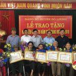 Đô Lương: Trao huy hiệu 65 và 70 năm tuổi Đảng 15 Đảng viên