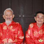 Hai vợ chồng cùng nhận huy hiệu 70 năm tuổi Đảng