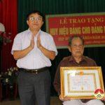 Đảng bộ xã Thượng Sơn tổ chức lễ trao huy hiệu Đảng cho đảng viên