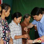 Đồng chí Phùng Thành Vinh – Phó bí thư, Chủ tịch UBND huyện dự ngày hội đại đoàn kết tại tại xóm 9 xã Xuân Sơn