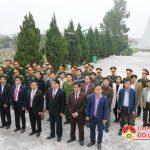 Lãnh đạo huyện Đô Lương dâng hương tại nghĩa trang liệt sỹ