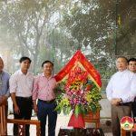 Đồng chí Ngọc Kim Nam Bí thư Huyện ủy chúc mừng lễ Noel giáo hạt Bụt Đà