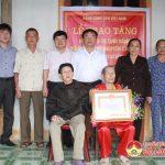 Huyện ủy Đô Lương: Trao huy hiệu 70 năm tuổi đảng cho Đảng viên Bùi Nguyên Chuyên