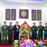 Đồng chí Phùng Thành Vinh – Phó Bí thư Huyện ủy, Chủ tịch UBND huyện chúc mừng ngày 22/12 Sư đoàn 324