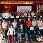 Hội chữ thập đỏ tỉnh Nghệ An và tổ chức trả lại tuổi thơ trao xe lăn cho người tàn tật Đô Lương.
