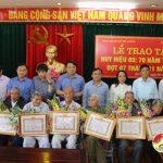 Đô Lương: Trao huy hiệu 70 năm tuổi Đảng