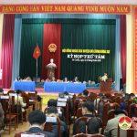 Đồng chí Phùng Thành Vinh – Phó bí thư – Chủ tịch UBND huyện phát biểu tại kỳ họp HĐND huyện khóa XIX