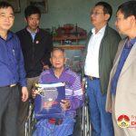 Đồng chí Hoàng Văn Hiệp trao quà tết cho nguyên cán bộ Tỉnh, huyện qua các thời kỳ, gia đình người có công và trẻ em nghèo có hoàn cảnh khó khăn.