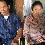 Xót xa cụ ông 80 tuổi nuôi vợ tàn tật có 3 người con điên