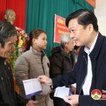 Đồng chí Lê Hồng Vinh – Phó chủ tịch UBND tỉnh thăm, tặng quà tại Đô Lương