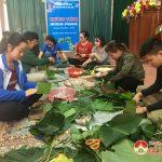 Đoàn xã Đặng Sơn gói bánh chưng xanh tặng người nghèo