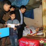 """Nhóm """" Đô Lương – chia sẻ yêu thương"""" trao quà cho hộ nghèo và học sinh có hoàn cảnh khó khăn"""