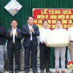 Lãnh đạo huyện Đô Lương và các doanh nghiệp thăm, tặng quà Trường THCS bán trú Nậm Típ huyện Kỳ Sơn