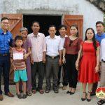 Trao sổ tiết kiệm 60 triệu đồng em Nguyễn Sỹ Quang Huy