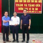Công Đoàn Tổng kiểm toán Nhà nước trao 20 bộ máy tính cho 2 trường ở xã Trung Sơn