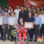 Đô Lương: Trao huy hiệu 70 năm tuổi Đảng cho đảng viên Phạm Văn Phương
