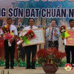 Xã Đông Sơn đón Bằng công nhận xã đạt chuẩn Nông thôn mới.