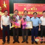 Đảng bộ cơ quan Huyện ủy Đô Lương: Trao huy hiệu 30 năm tuổi Đảng
