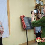 Công an huyện Đô Lương về tận nhà làm chứng minh thư miễn phí cho người dân