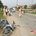 Va chạm giữa ô tô tải và xe máy, một người nhập viện cấp cứu