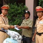 Đội tuần tra giao thông 1/7 trao trả xe máy cho người bị mất trộm