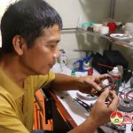 Anh Vũ Đình Sơn, 35 năm đam mê với nghề sửa chữa đồng hồ