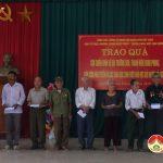 Ban tổ chức chương trình huyền thoại một con đường tặng quà cho CCB, cựu TNXP và học sinh nghèo huyện Đô Lương.