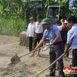 UBMTTQ Đô Lương khởi công nhà Đại đoàn kết và trao quà cho hộ nghèo
