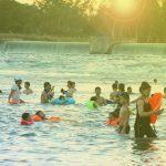 Nắng nóng: Sông Lam thành bãi tắm khổng lồ