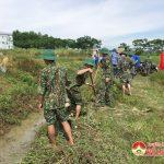 Tiểu đoàn 18 giúp xã Lạc Sơn  nạo vét kênh mương, bảo vệ môi trường và chủ động ứng phó biến đổi khí hậu.