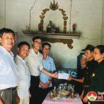 Hội CCB và nhóm Đô Lương chia sẻ yêu thương tặng quà nhân ngày 27/7