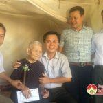 Trường Trung cấp nghề Kinh tế Kỹ thuật Tây Nghệ An: Thăm và tặng quà bà mẹ Việt Nam anh hùng Lê Thị Bốn ở xã Lưu Sơn.
