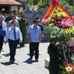 Đồng chí Vương Đình Huệ – Uỷ viên Bộ Chính Trị – Phó Thủ Tướng chính phủ dâng hương tại di tích lịch sử quốc gia Truông Bồn.