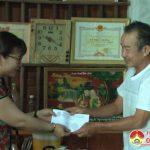 Hội nông dân huyện phối hợp với công ty  phân bón Phú Sinh thăm tặng quà các gia đình chính sách