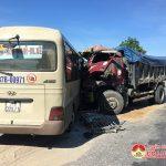 Xe khách vượt ẩu gây tai nạn