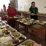 Nhật Nguyên và Minh Hà trao tặng 170 suấtcơm cho các đối tượng tại Trung tâm bảo trợ xã hội Nghệ an .