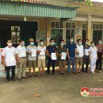Xã Thịnh Sơn tổ chức bàn giao 10 công dân hoàn thành thời gian cách ly tập trung.