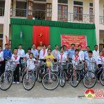 """Trường THCS Nam Sơn tổ chức chương trình ngoài giờ lên lớp với chủ đề : """"Truyền thống phong trào Xô viết – Nghệ Tĩnh 12/9"""" và trao 18 xe đạp cho học sinh nghèo."""