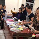 Phụ nữ Đô Lương biến phế liệu thành sách vở tặng học sinh vùng lũ